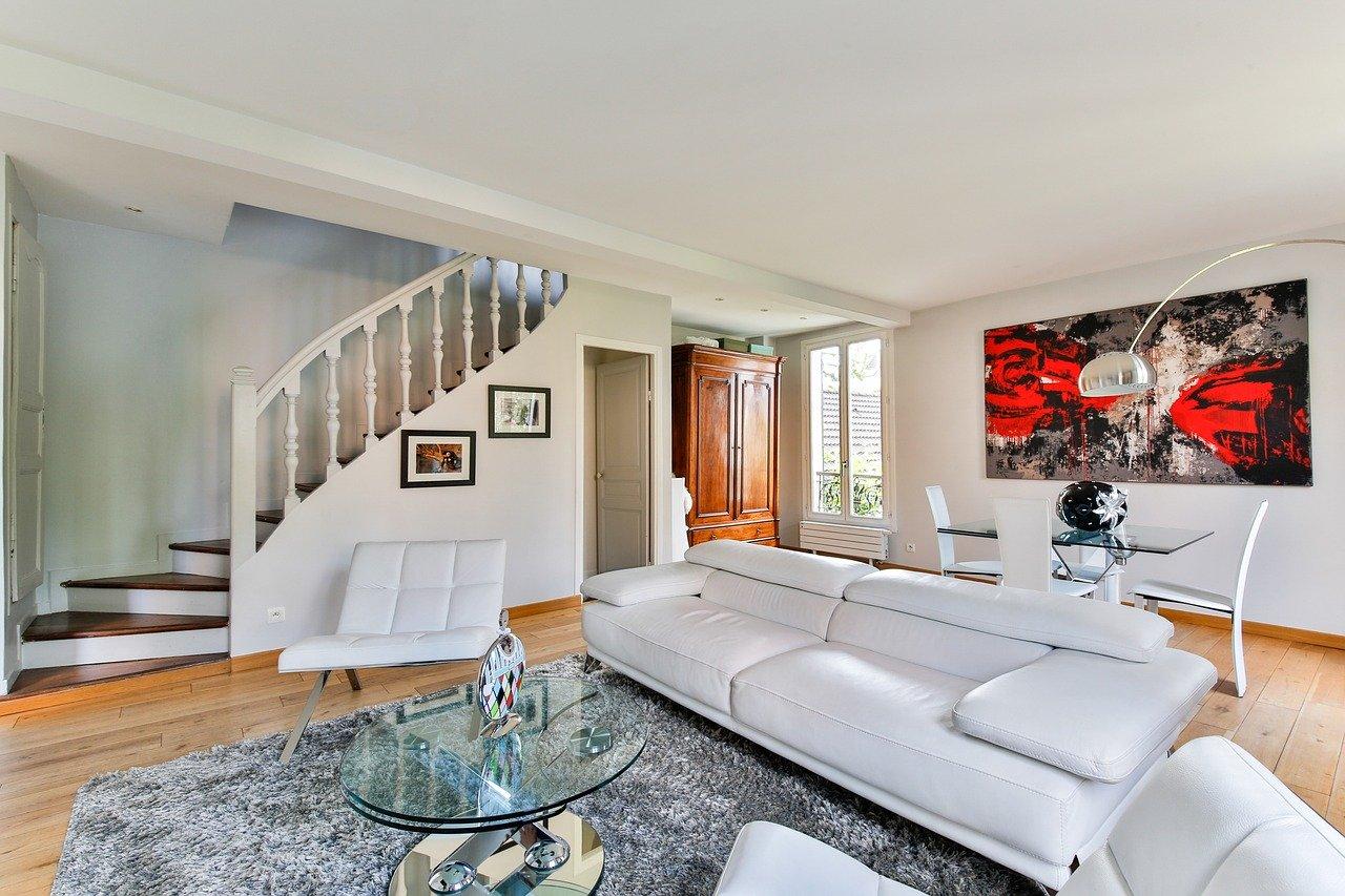 Combien faut-il pour décorer entièrement un salon ?